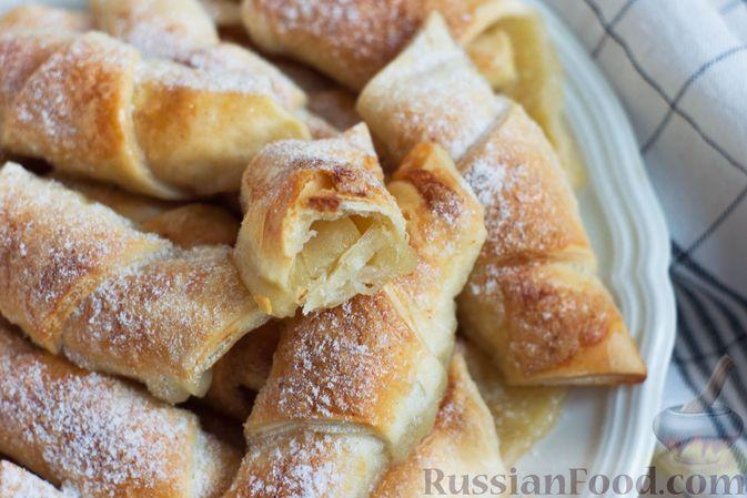 Фото приготовления рецепта: Слоёные рогалики с яблоками, запечённые в лимонаде - шаг №10