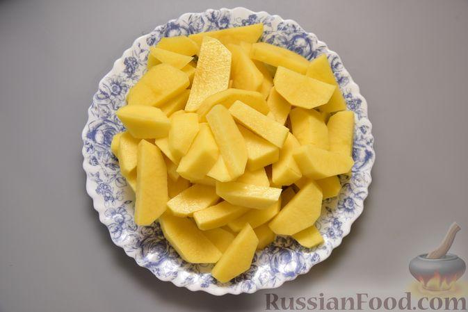 Фото приготовления рецепта: Картофель, тушенный в молоке - шаг №2