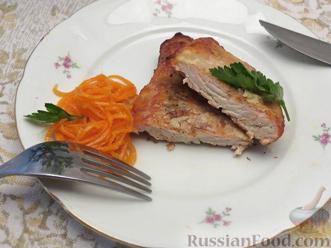 Фото приготовления рецепта: Отбивные из индейки, запечённые со сметаной - шаг №8