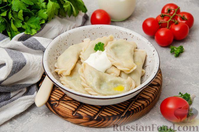 Фото к рецепту: Вареники со шпинатом, творогом и рассольным сыром