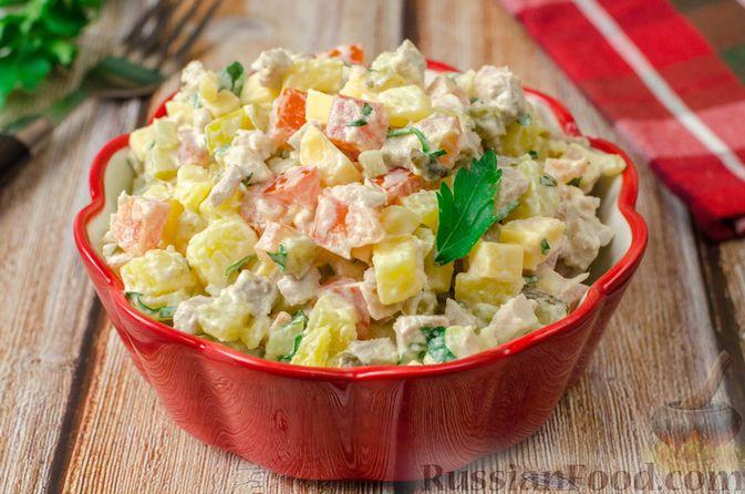 Фото к рецепту: Мясной салат с картофелем, помидорами, солёными огурцами и сыром