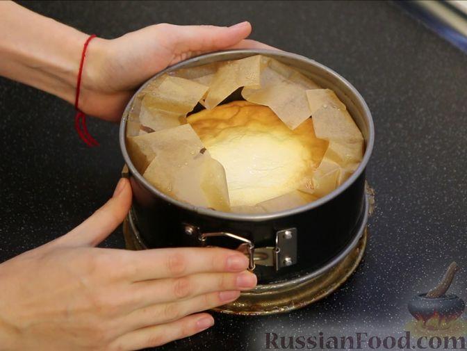 Фото приготовления рецепта: Творожная запеканка с яблоками, изюмом и курагой - шаг №11