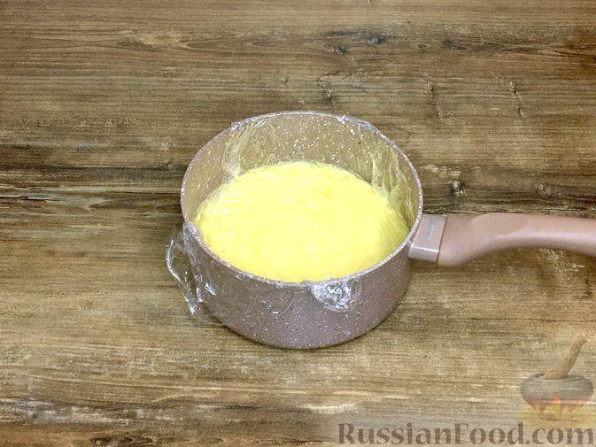 """Фото приготовления рецепта: Пирожные """"Корзиночки"""" с лимонным заварным кремом и безе - шаг №20"""