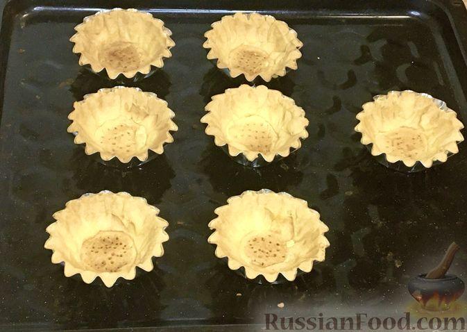 """Фото приготовления рецепта: Пирожные """"Корзиночки"""" с лимонным заварным кремом и безе - шаг №26"""