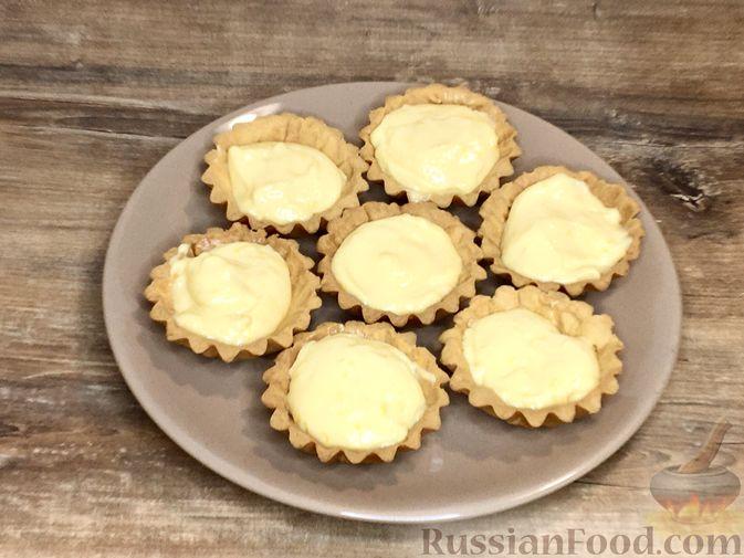 """Фото приготовления рецепта: Пирожные """"Корзиночки"""" с лимонным заварным кремом и безе - шаг №34"""