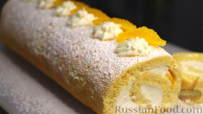 Фото к рецепту: Бисквитный апельсиновый рулет