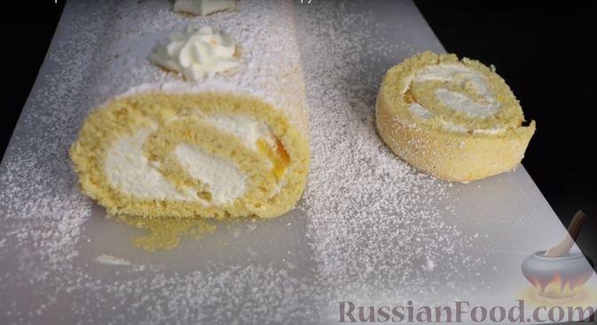 Фото приготовления рецепта: Бисквитный апельсиновый рулет - шаг №8