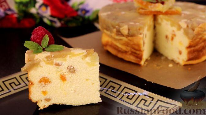 Фото к рецепту: Творожная запеканка с яблоками, изюмом и курагой