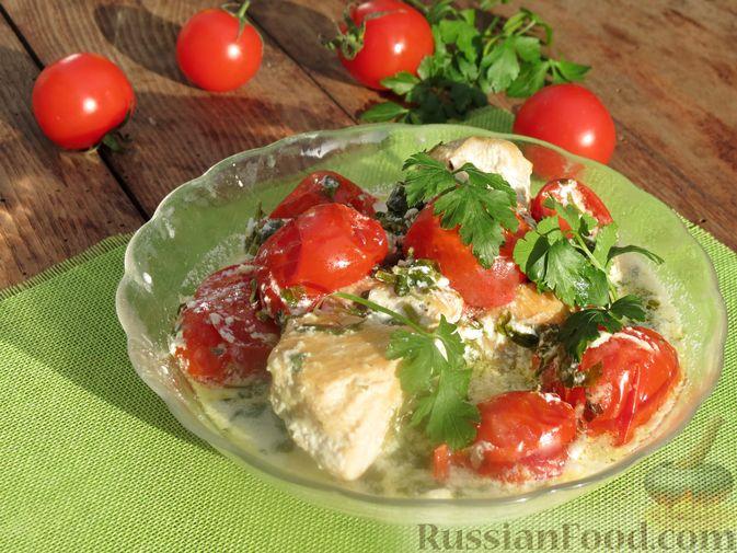 Фото к рецепту: Куриное филе, тушенное в сливочно-чесночном соусе с зеленью