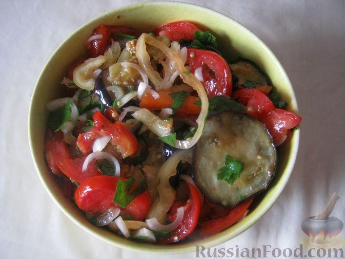Рецепт Салат из баклажанов и помидоров со сладким перцем