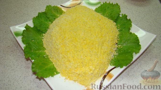 """Фото приготовления рецепта: Пирог """"Ель"""" из слоёного теста, с томатным соусом и сыром - шаг №2"""