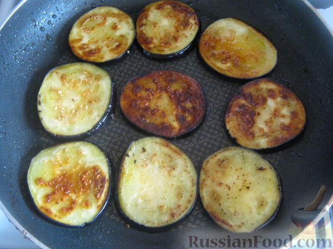 Фото приготовления рецепта: Салат из баклажанов и брынзы - шаг №4