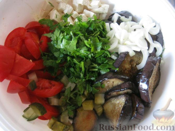 Фото приготовления рецепта: Салат из баклажанов и брынзы - шаг №11