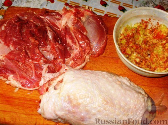 Фото приготовления рецепта: Дрожжевые пирожки с рыбой, варёными яйцами и зелёным луком - шаг №3