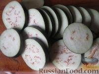 Фото приготовления рецепта: Салат на зиму из баклажанов, сладких перцев и помидоров - шаг №1