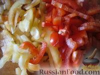 Фото приготовления рецепта: Салат на зиму из баклажанов, сладких перцев и помидоров - шаг №4