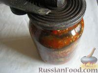 Фото приготовления рецепта: Салат на зиму из баклажанов, сладких перцев и помидоров - шаг №6
