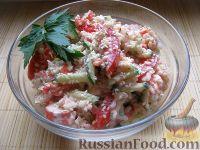 Фото к рецепту: Салат с крабовыми палочками и овощами