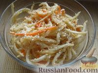 Фото к рецепту: Сельдерей с морковью по-корейски