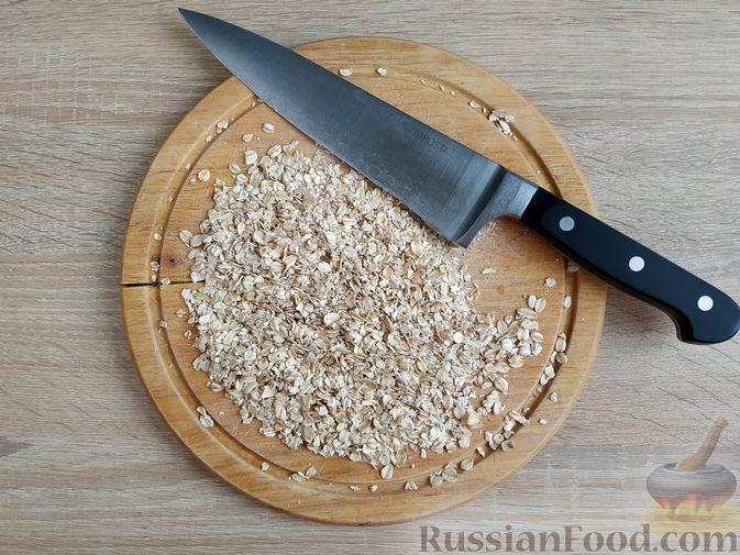 Фото изготовления рецепта: Овсяно-яблоковые маффины на кефире, с мёдом - шаг №2