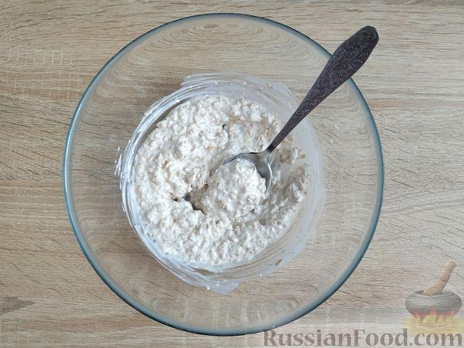 Фото изготовления рецепта: Овсяно-яблоковые маффины на кефире, с мёдом - шаг №4