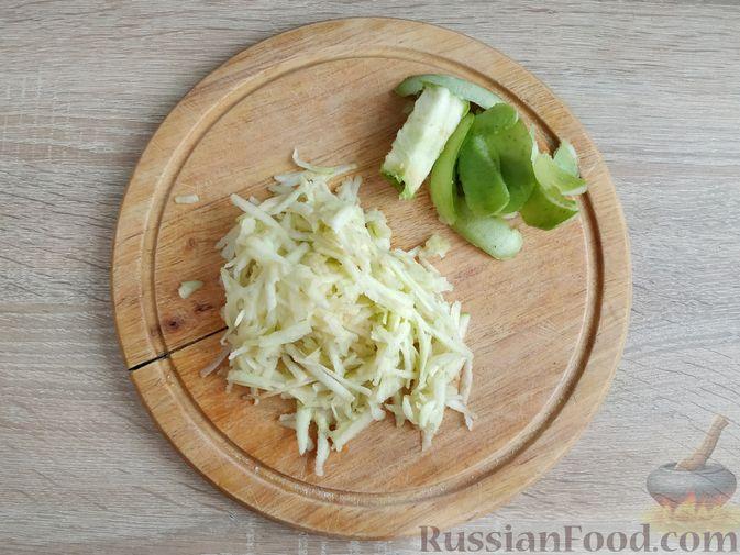 Фото изготовления рецепта: Овсяно-яблоковые маффины на кефире, с мёдом - шаг №8