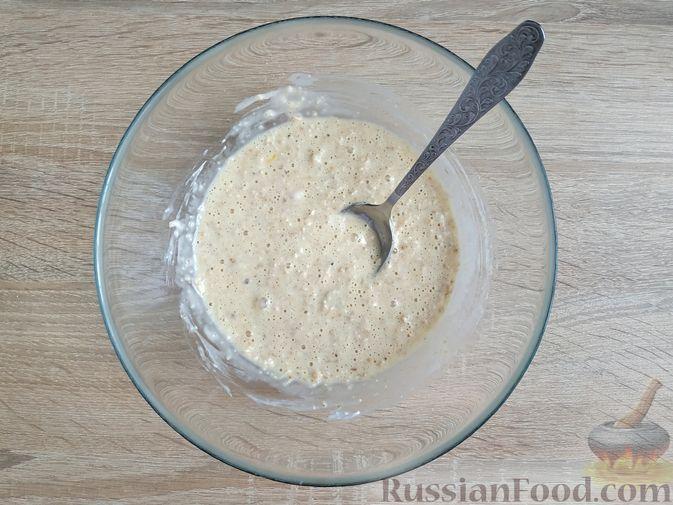 Фото изготовления рецепта: Овсяно-яблоковые маффины на кефире, с мёдом - шаг №7