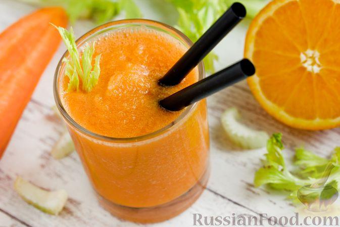 Фото к рецепту: Смузи из моркови и сельдерея, с апельсинным соком и мёдом