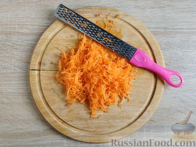 Фото изготовления рецепта: Смузи из моркови и сельдерея, с апельсинным соком и мёдом - шаг №3
