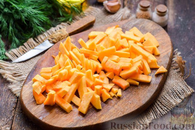 Фото изготовления рецепта: Жареная картофель с тыквой и курицей - шаг №5