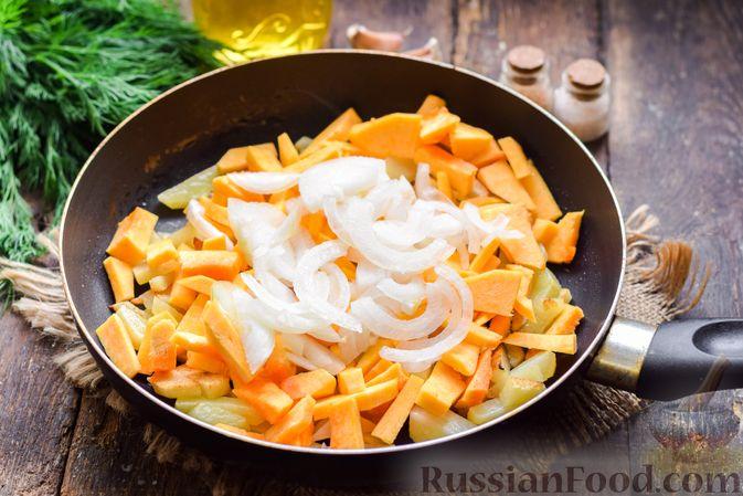 Фото изготовления рецепта: Жареная картофель с тыквой и курицей - шаг №9