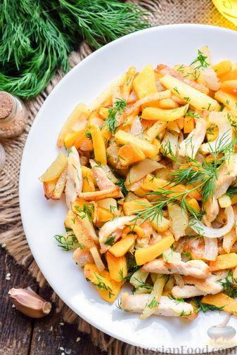Фото изготовления рецепта: Жареная картофель с тыквой и курицей - шаг №14