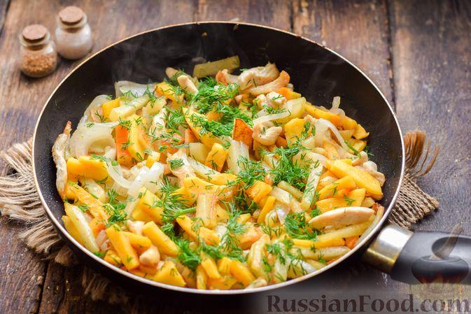 Фото к рецепту: Жареная картофель с тыквой и курицей