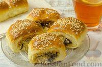 Фото к рецепту: Открытые дрожжевые пирожки с мясом и черносливом