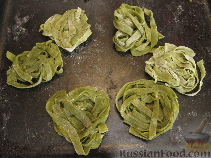"""Рецепт """"Зеленые гнезда"""" - лапша со шпинатом"""