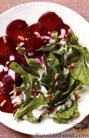 Фото к рецепту: Салат из свеклы и рукколы