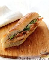 Фото к рецепту: Бургеры с куриным филе, ветчиной и сыром