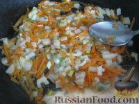 Фото приготовления рецепта: Капуста свежая тушеная - шаг №4