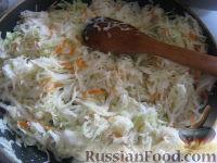 Фото приготовления рецепта: Капуста свежая тушеная - шаг №5