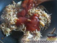 Фото приготовления рецепта: Капуста свежая тушеная - шаг №6