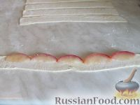 Фото приготовления рецепта: Слоеные розочки с яблоком - шаг №4