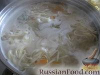 Фото приготовления рецепта: Суп куриный с домашней лапшой - шаг №8