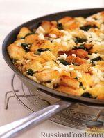 Фото к рецепту: Страта с крутонами, шпинатом и фетой
