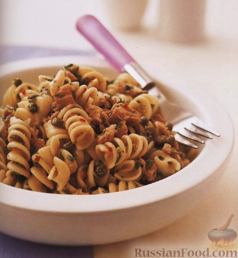 Рецепт Паста «фузилли» (макароны «спиральки») с тунцом, каперсами и петрушкой