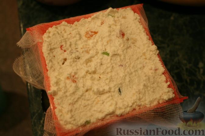 Фото приготовления рецепта: Щи из квашеной капусты с беконом, грибами и томатной пастой - шаг №2