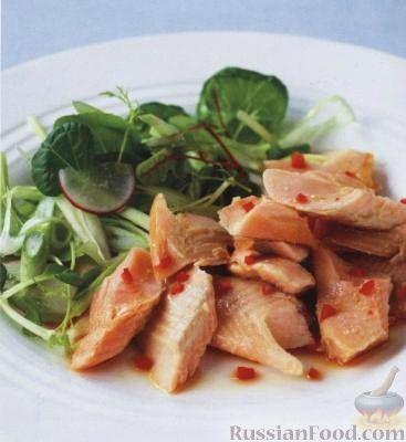 Рецепт Копченая форель и зеленый салат с заправкой из перца чили и сока лайма