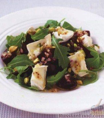 Рецепт Салат из свеклы, сыра, орешков и рукколы