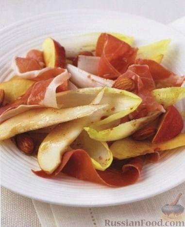 Фото к рецепту: Пармская ветчина (прошутто) с грушами, нектаринами и эндивием (салатным цикорием)