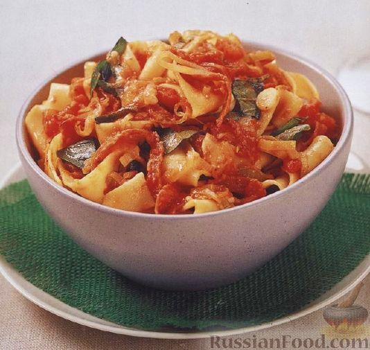 Рецепт Паста паппарделле (широкая лапша) с луком-пореем, салями и сыром