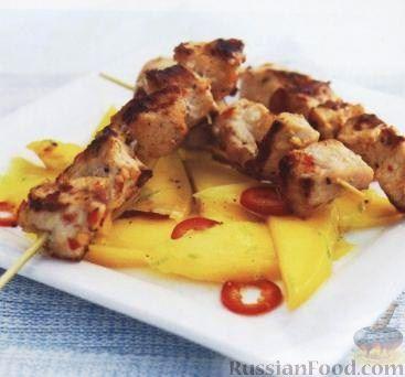 Фото приготовления рецепта: Жареная картошка с курицей и салом - шаг №11